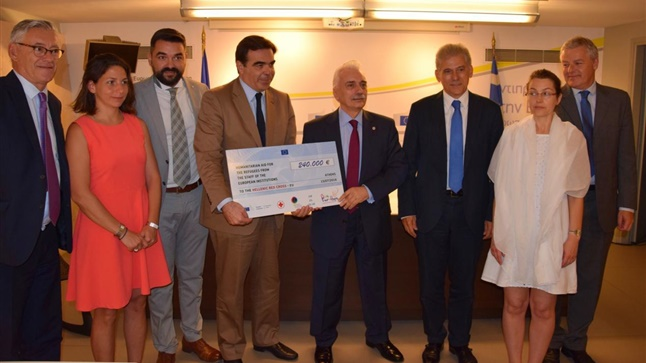 EUStaff4Refugees: Παράδοση επιταγής ύψους 240.000 ευρώ στον Ελληνικό...