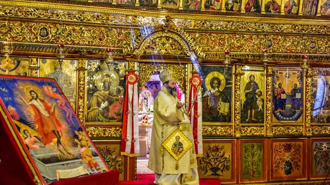 (Δελτίο Τύπου) Αρχιερατική Θεία Λειτουργία επί τη εορτή της Μεσοπεντηκοστής & ανακομιδής των Ι. Λειψάνων του Αγ. Αθανασίου