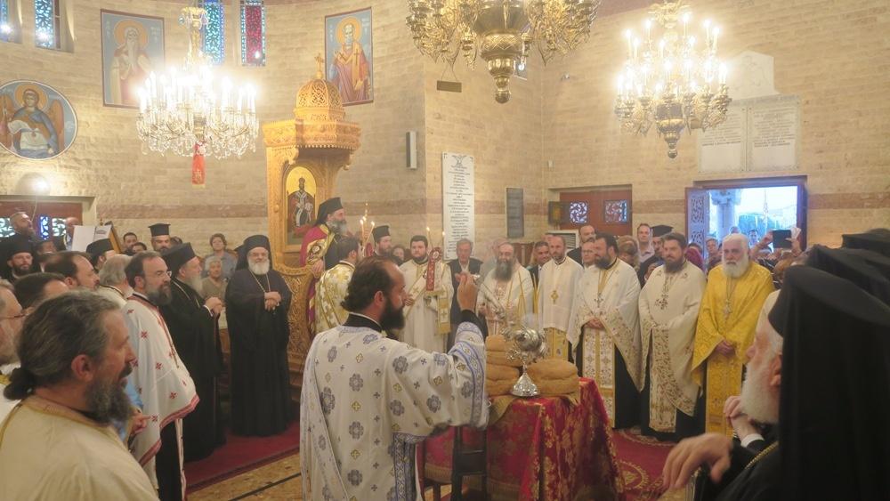 - (Αναδημοσίευση) Πολυαρχιερατικός Εσπερινός εις τον Ιερό ναό Αγίου Δημητρίου της Ιεράς νήσου της Τήνου