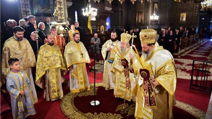 (Δελτίο Τύπου) Αρχιερατικό Συλλείτουργο εις τον Ι.Ν. Αγίας Σοφίας Θεσσαλονίκης και την Επιμνημόσυνη Δέηση εις το Ύψωμα