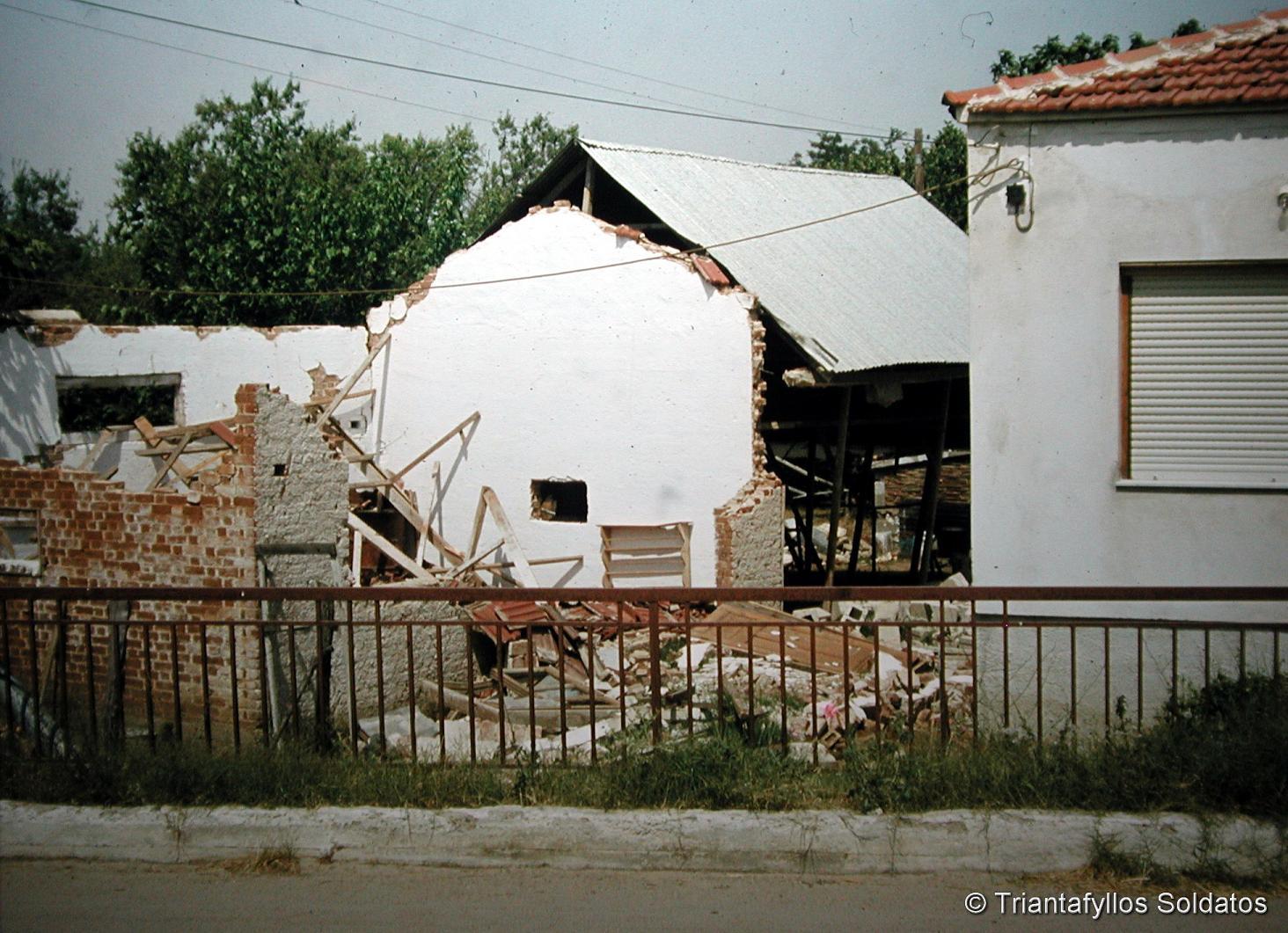 Ζημιές σε σπίτια. Περιοχή λίμνης Βόλβης