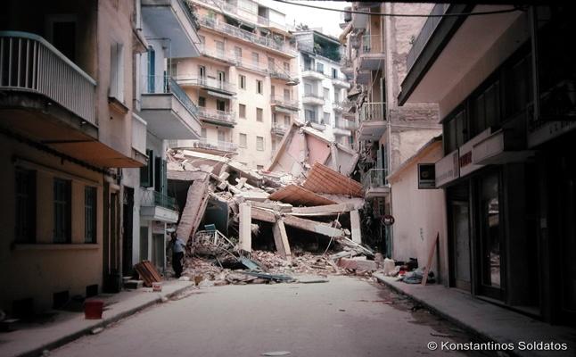 Σπάνιες φωτογραφίες από το σεισμό των 6,5 Ρίχτερ που συγκλόνισε...