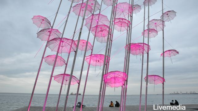 Οι «Ομπρέλες» του Ζογγολόπουλου φωτίζονται ροζ για καλό σκοπό!