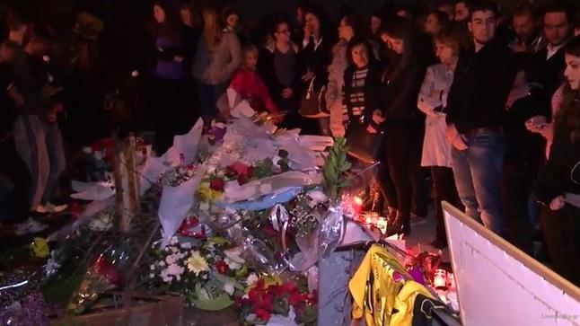 Συγκέντρωση θαυμαστών & φίλων στο σημείο δυστυχήματος - Ζωντανά...