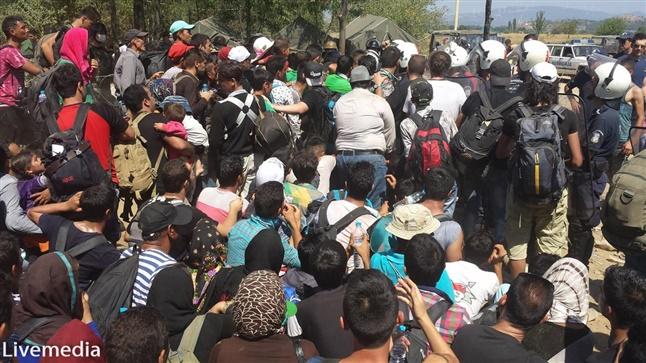Εγκλωβισμένοι στα Διαβατά και την Ειδομένη χιλιάδες πρόσφυγες...