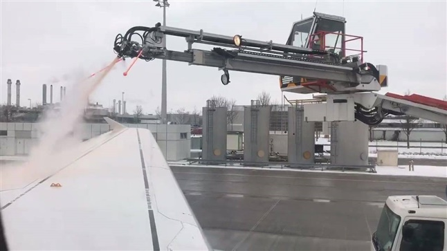 Deicing at the Airport in Munich