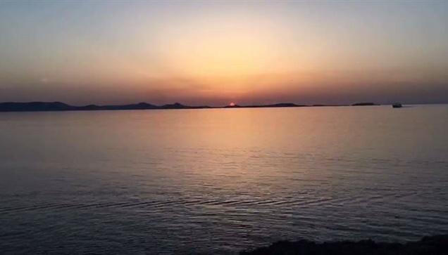Μαγικό ηλιοβασίλεμα στην Πορταρα της Ναξου