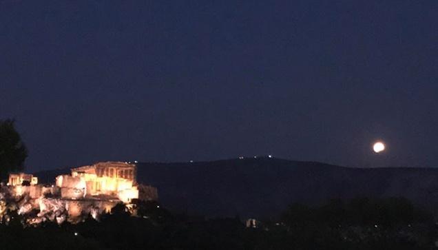 Αρκετός κόσμος μαζεύτηκε χτες, Δευτέρα 7 Αυγούστου, στο αστεροσκοπείο...