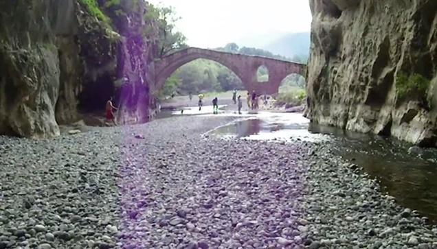 River trekking στο φαράγγι της Πορτίτσας.