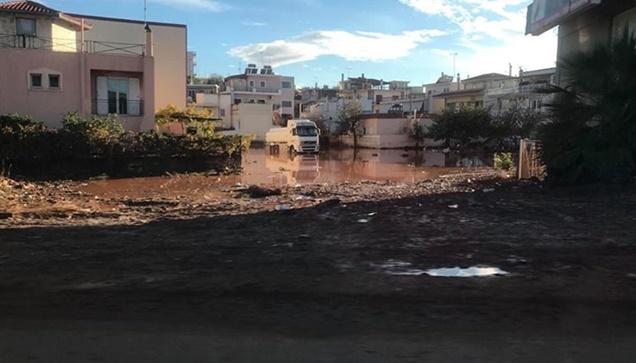 Εικόνες καταστροφής από τις φονικές πλημμύρες στην Μάνδρα Αττικής....