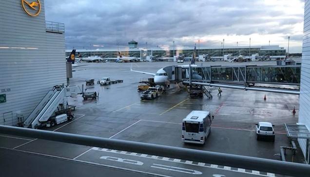 Λόγω της κακοκαιρίας στη Γαλλία πολύς κόσμος κοιμήθηκε στο αεροδρόμιο...