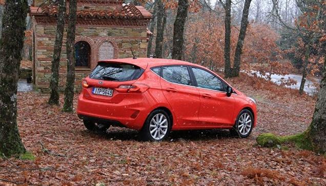 Στην ορεινή Χαλκιδική με Ford Fiesta 1.5tdci 120hp    Οδηγώντας...