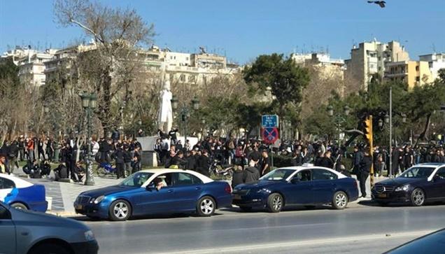 Η συγκέντρωση των οπαδών του ΠΑΟΚ στην πλατεία Αριστοτέλους....