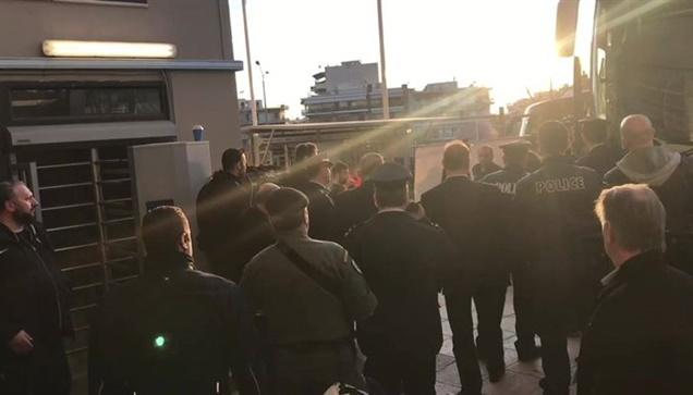Οι παίκτες της ΑΕΚ έφτασαν στην Τούμπα πραγματοποιώντας την πρώτη...