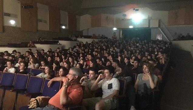Σε μία κατάμεστη αίθουσα 500 ατόμων πραγματοποιήθηκε η προβολή του Ντοκιμαντέρ τ...