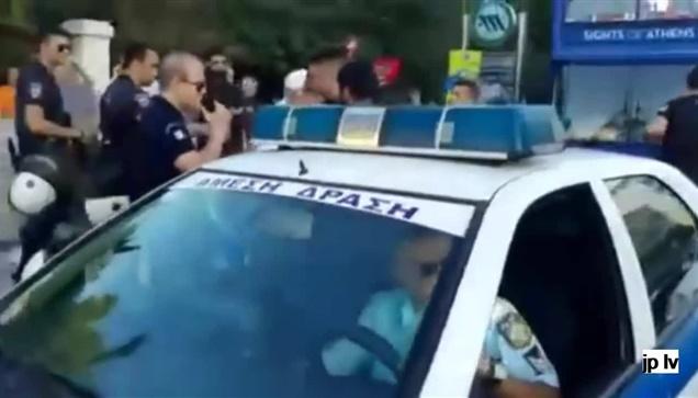 Η σύλληψη του πάτερ Κλεομένη πριν το Athens Pride. Ήθελε να διαμαρτυρηθεί...
