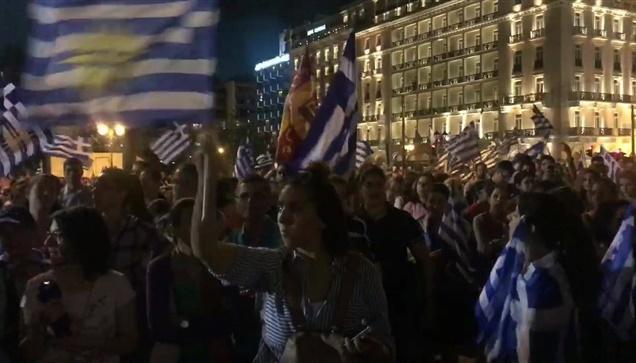 To Livemedia μεταδίδει τον παλμό του Συλλαλητηρίου.