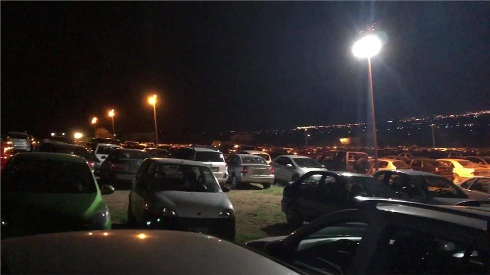 Αγρυπνία για την εορτή του Αγίου Παΐσιου. 00:00 το βράδυ και αμέτρητα τα αυτοκίν...