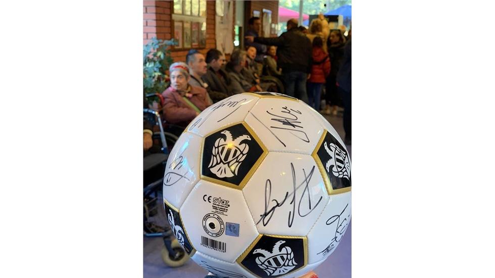 Ευχαριστούμε τον ΠΑΟΚ για την μπάλα με όλες τις υπογραφές των...