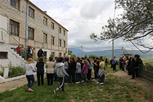 Οδοιπορικό Livemedia στα μειονοτικά σχολεία της Β. Ηπείρου μαζί με την Ένωση Συγγενών Πεσόντων και φίλων του έπους 1940