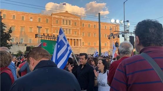 Εικόνες από τη κεντρική ομιλία του Αλέξη Τσίπρα στο Σύνταγμα