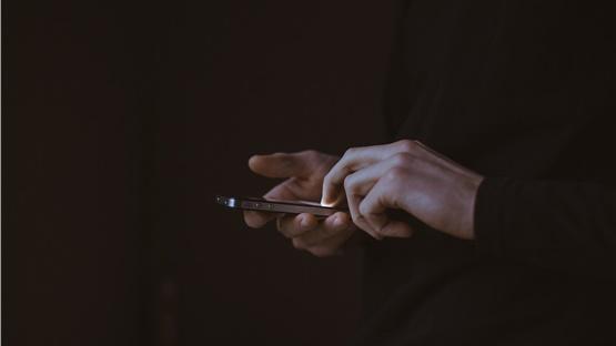 Εκλογές 2019: Τι ισχύει για τα sms και τα email που στέλνουν...
