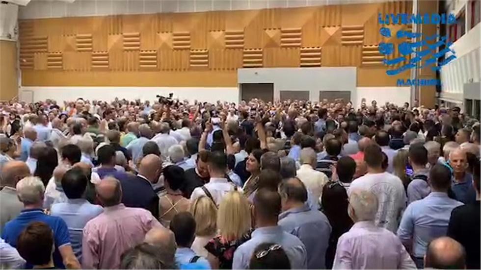 Η είσοδος Κώστα Καραμανλή στο Ιωάννης Βελλίδης για την ομιλία...