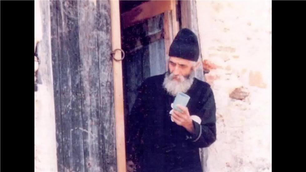Σαν σήμερα το 1994 εκοιμήθη ο Άγιος Παΐσιος ο Αγιορείτης, ένας...