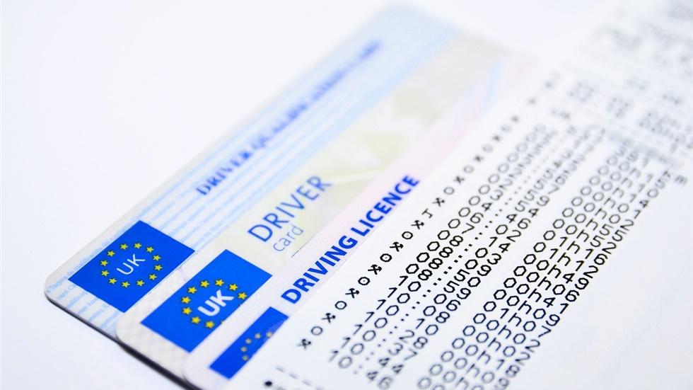 Γιατί στη Βρετανία σκέφτονται να απαγορεύσουν στους νέους οδηγούς να χρησιμοποιούν τα οχήματά τους τη νύχτα