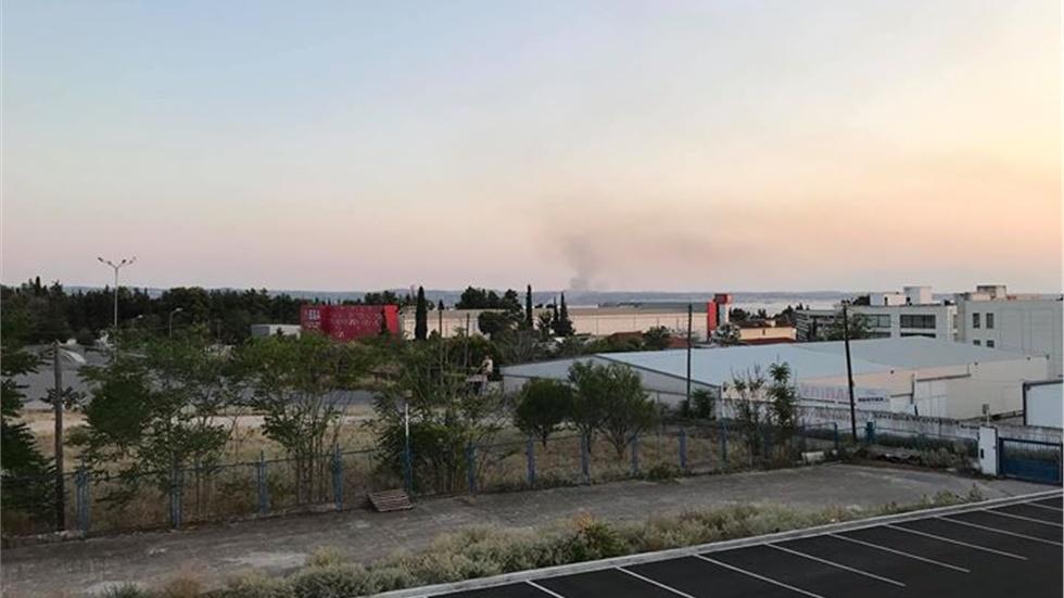 Μεγάλη πυρκαγιά ξέσπασε πριν από λίγο στην περιοχή του αεροδρομίου στην Θεσσαλονίκη