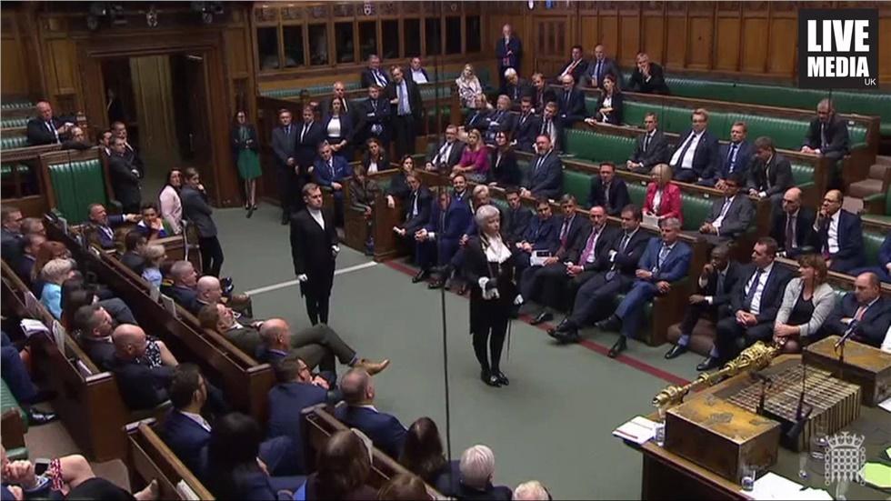 Βίντεο: Χάος στο βρετανικό κοινοβούλιο