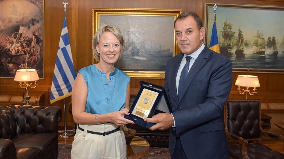Συνάντηση του Υπουργού Άμυνας με την Πρέσβη της Σουηδίας
