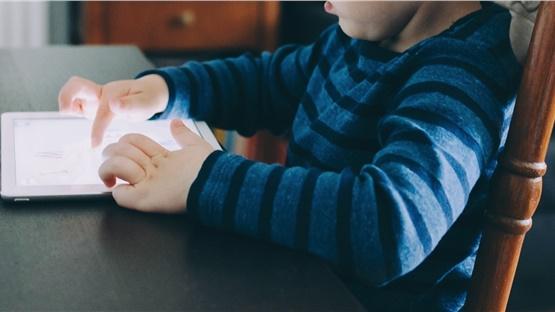 Το 90% των παιδιών 7 έως 12 ετών έχουν στην κατοχή τους smartphone...
