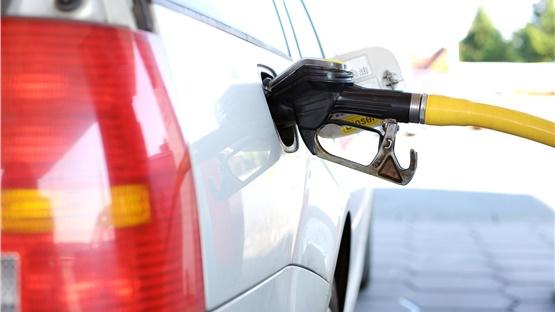 Σταθερές οι τιμές της βενζίνης στην Ελλάδα παρά τις ανατιμήσεις...