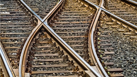 Καθυστερήσεις στα δρομολόγια των τρένων λόγω φωτιάς στις γραμμές...
