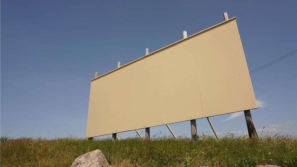Αττική: Ξεκινάει η αφαίρεση παράνομων διαφημιστικών πινακίδων