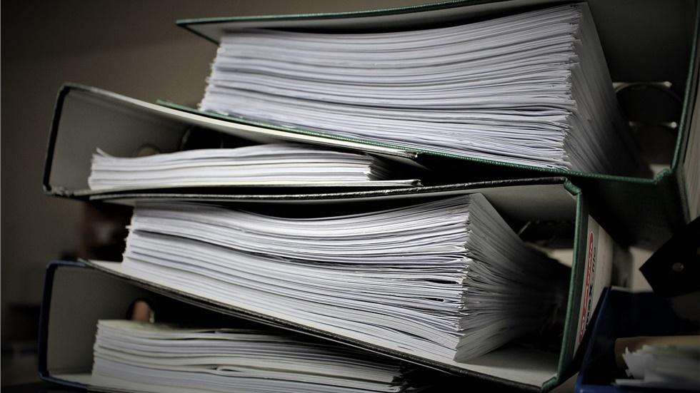 Έρευνα: Πόσο κοστίζει σε χρόνο και χρήμα η γραφειοκρατία των δημόσιων φορέων