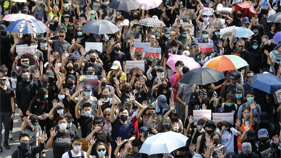 Κοινωνικές διαμαρτυρίες συγκλονίζουν μεγάλο τμήμα του πλανήτη