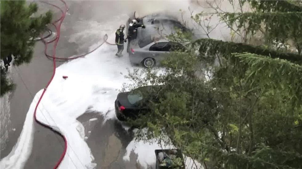 Γκαζάκια σε αυτοκίνητο απέναντι από το 2ο Λύκειο Χαριλάου Θεσσαλονίκη