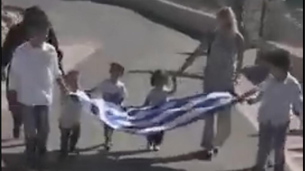 Γαύδος: Έξι μαθητές παρέλασαν με περηφάνεια κρατώντας την ελληνική...