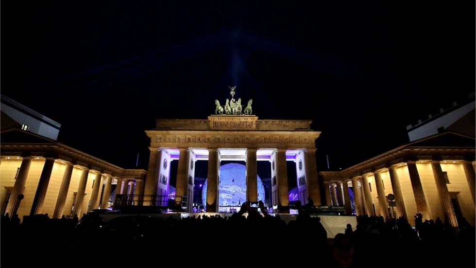 Τριάντα χρόνια από την πτώση του Τείχους, το Βερολίνο γιορτάζει με ένα τεράστιο υπαίθριο φεστιβάλ
