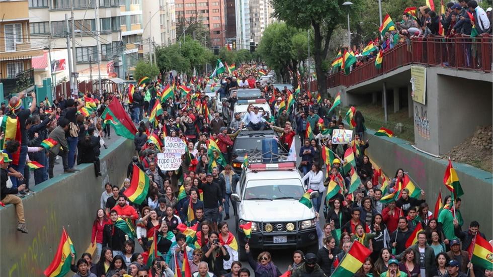Βολιβία: Επεισόδια στη Λα Πας και στην Ελ Άλτο μετά την παραίτηση...