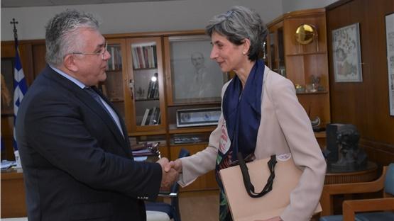 Συνάντηση του Πρύτανη του ΑΠΘ με την Πρέσβειρα της Μεγάλης Βρετανίας...