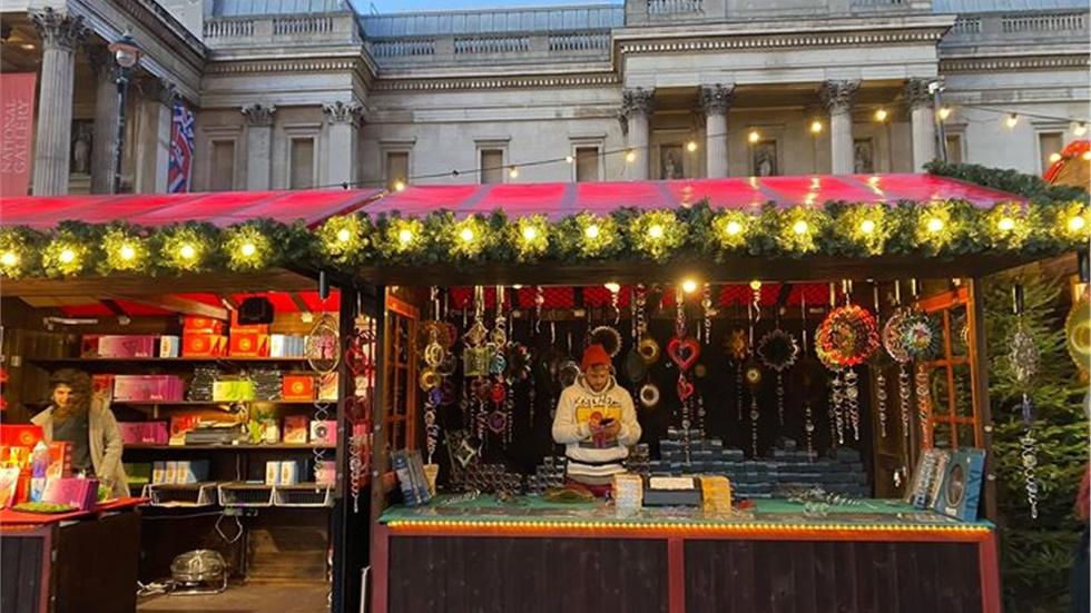 Χριστουγεννιάτικη αγορά στην πλατεία Τραφάλγκαρ του Λονδίνου!...