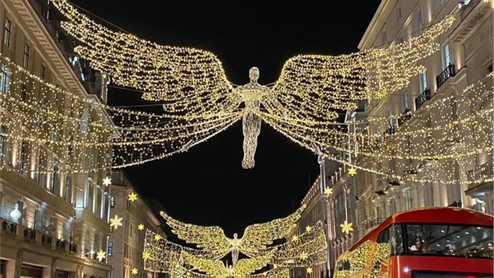 Οι «Χριστουγεννιάτικοι Άγγελοι» του Λονδίνου!  Η βρετανική πρωτεύουσα...