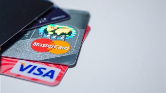 Σε 15 εκατ. ανήλθαν οι χρεωστικές κάρτες στην Ελλάδα σε μία 20ετία