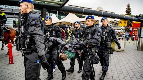 Σύλληψη ακτιβιστών για το κλίμα στο αεροδρόμιο Σίπχολ του Άμστερνταμ