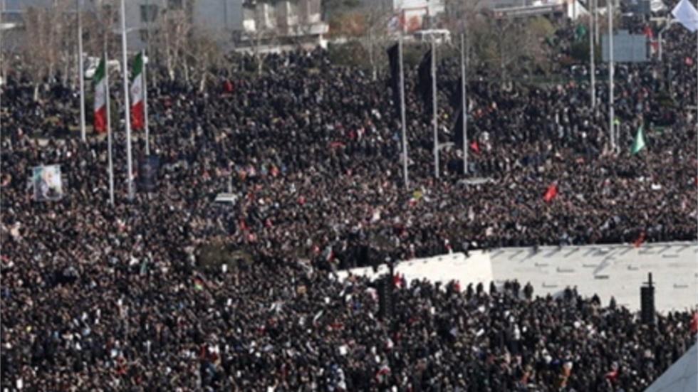 Βίντεο: Τεράστιο πλήθος στην κηδεία του Σουλεϊμανί