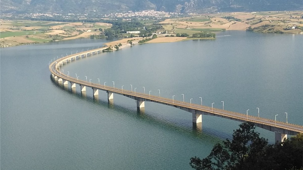 Προβλήματα στη διέλευση φορτηγών στη γέφυρα Σερβίων Κοζάνης,...