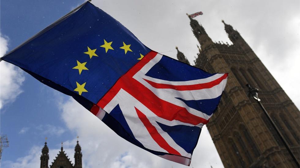 2,7 εκατομμύρια Ευρωπαϊοι πολίτες αιτούνται άδεια παραμονής και...